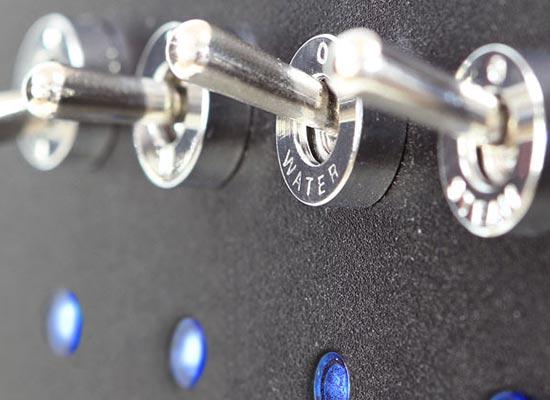 Metalowe przyciski i aluminiowa obudowa ekspresu ASCASO Steel UNO PID White&Wood
