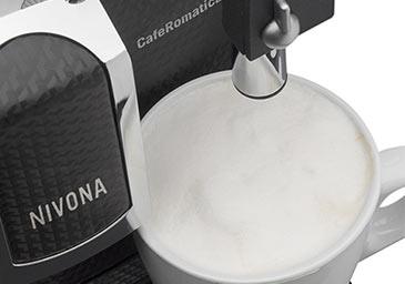 Manualna funkcja Easy-Spumatore w ekspresie automatycznym Nivona 680
