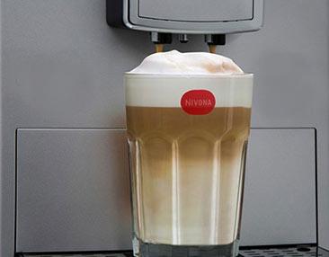 Regulowana wysokość wylewki kawy