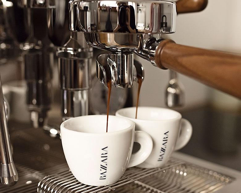 Ekspres kolbowy parzy espresso