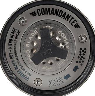 Szeroka regulacja stopnia mielenia w młynku Comandante C40 MK3 Nitro Blade